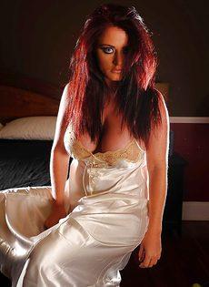 Соло обворожительной барышни Софи Ди в спальне - фото #3