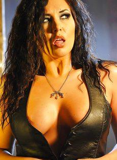 Эротическая фото сессия сексапильной брюнетки - фото #
