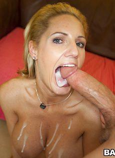Парень своим большим членом трахает дамочку в очко - фото #