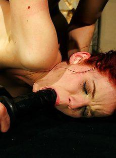 БДСМ порно с молоденькой рыжеволосой девушкой - фото #