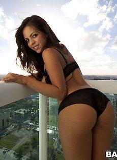 Сексуальная латинка Yurizan Beltran в шикарном нижнем белье - фото #