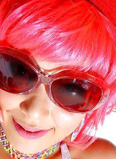 Азиатская развратница хочет показать волосатую киску - фото #