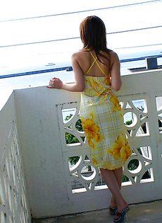 Скромная азиатская девушка засветила свои упругие сиськи - фото #