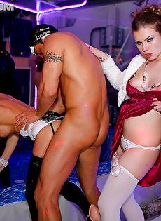 Секс пати с похотливыми и развратными сучками - фото #