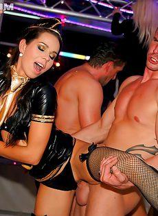Студенты устроили порно вечеринку - фото #