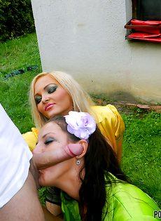 Горячий групповой секс с потаскушками на улице - фото #
