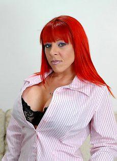 Рыжеволосая женщина сделала себе силиконовые титьки - фото #