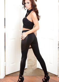 Красивая девушка Whitney Westgate в черных трусиках - фото #