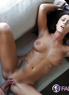 Симпатичной красавице Whitney Westgate суют пенис в киску - фото #