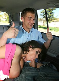 Красавица Whitney Stevens еще в машине возбудила паренька - фото #