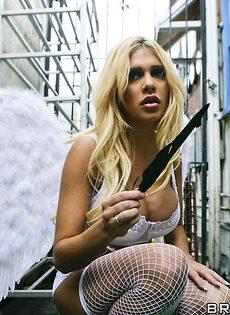Грудастая блондинка в чулках ведет себя как шлюха - фото #
