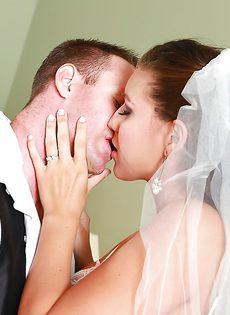 Новобрачные занимаются незабываемым половым актом - фото #2
