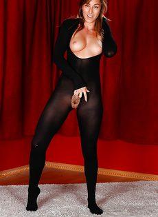 Красивая худышка с интимной стрижкой на лобке - фото #