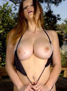 Соло аппетитной сучки с большими сиськами Sara Stone - фото #