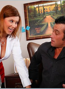 Большой член доставляет удовольствие красотке Sara Stone - фото #