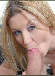 Стрельнул спермой в лицо грудастой блондинки Sara Stone - фото #