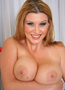 Блондинка с очень большими сиськами Sara Stone - фото #