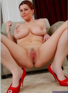 Жена в красных туфельках выбрила киску специально для любовника - фото #