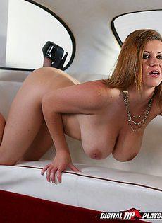 Соло гламурной бабенки с большими дойками - фото #
