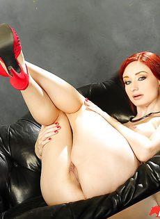 Голенькая рыжеволосая потаскушка Violet Monroe - фото #