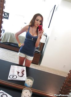 Домашнее селфи девушки с большими сиськами - фото #
