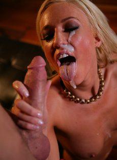 Стрельнул спермой прямо на лицо молоденькой блондинки - фото #