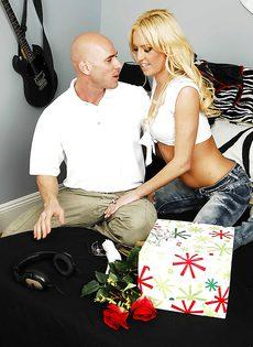 Развратный половой акт с участием шикарной блондинки - фото #