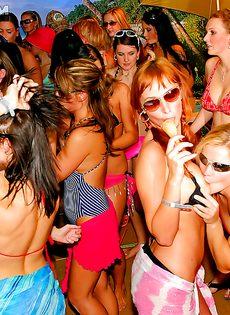 Распутные девицы оттянулись на этой вечеринке - фото #