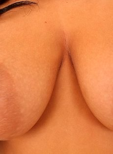 Облизала торчащие сосочки очаровательная милашка - фото #