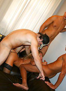 Любительский групповой секс со студентками после прелюдий - фото #