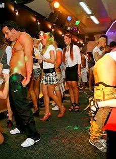 Вечеринка в ночном клубе прошла идеально - фото #