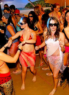 Массовое групповое порно с молодушками на секс вечеринке - фото #