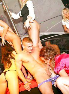 Грязная вечеринка с минетом и групповым сексом - фото #