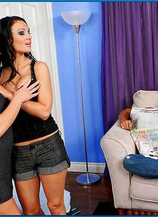 Доставляет сексуальное удовольствие жгучим брюнеткам - фото #