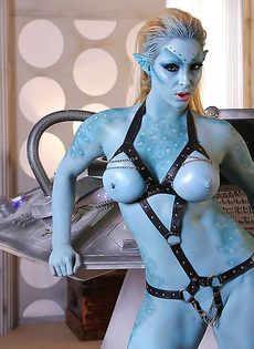 Сексуальная девушка Victoria Summers в роли фантастического героя - фото #