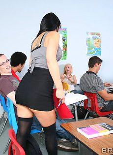 Студент усердно поимел сногсшибательную преподшу - фото #