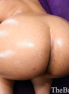 Рыжая латина с маленькой грудью и огромной жопой - фото #