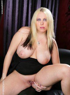 Пышная блондинка с огромной грудью Crystal Rose - фото #