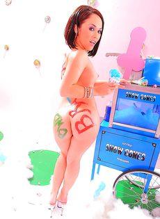 Эротическая фото сессия обворожительной брюнетки с красивой фигурой - фото #