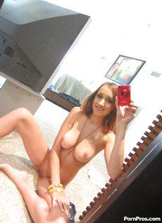 Любительские фотографии молодой обнаженной брюнеточки - фото #