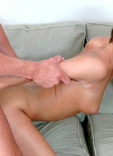 Красотке захотелось секса со своим новым знакомым - фото #