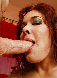 Зрелая женщина попросила любовника об анальном сексе - фото #