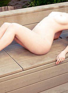 Красивые фото чувственной обнаженной блондинки - фото #