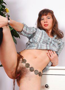 Взрослая женщина никогда не брила свою промежность - фото #