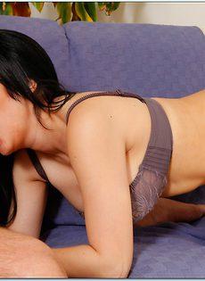 Латинская красотка удовлетворилась членом внутри себя - фото #5