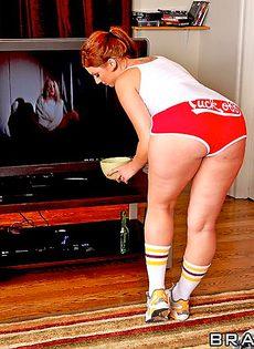Рыженькая телочка всегда согласна на анальный секс - фото #