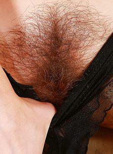 Очень волосатая промежность взрослой развратницы - фото #