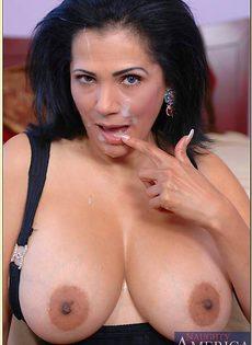 Красивая женщина после секса получила сперму на лицо - фото #