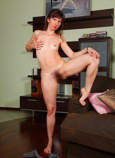 Женщина с волосатыми дырками хочет трахнуться - фото #
