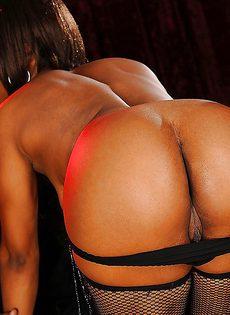 Парнишка предложил темнокожей танцовщице секс - фото #